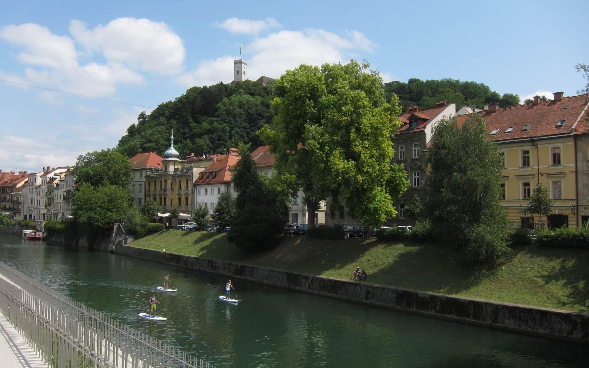Active SUP Tour Day 1: Standup Paddling under the Triple Bridge | Ljubljana | Slovenia